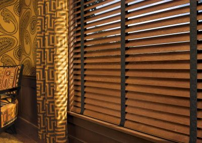 wood-blinds-with-decorative-tapes
